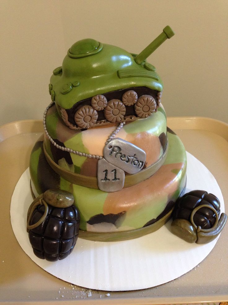army fondant cakes