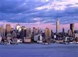 07 - Con el tiempo y natural evolución se denominaría solo Manhattan. Y si ustedes hacen una interpretación mas personal, la proyectan en el tiempo, y con una clara tendencia de elegancia gourmet: Manhattan significa, en el espíritu de los Lenapos, la isla de los que toman Martini.