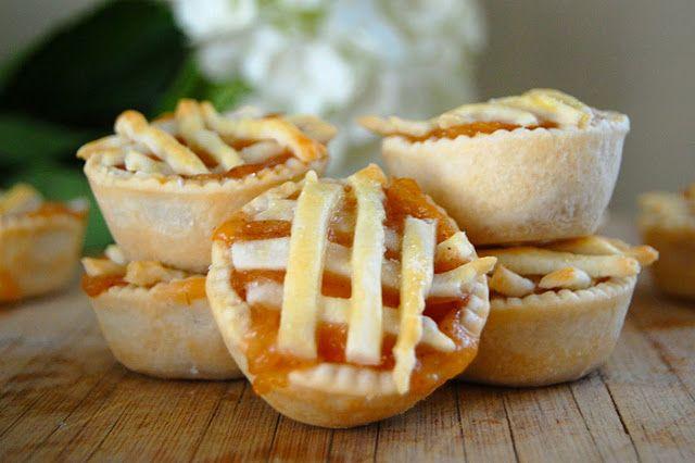 Mini Peach Pies | Delicious Desserts | Pinterest