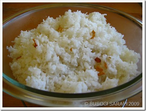 sinangag - Filipino fried rice simply flavoured with garlic and served ...