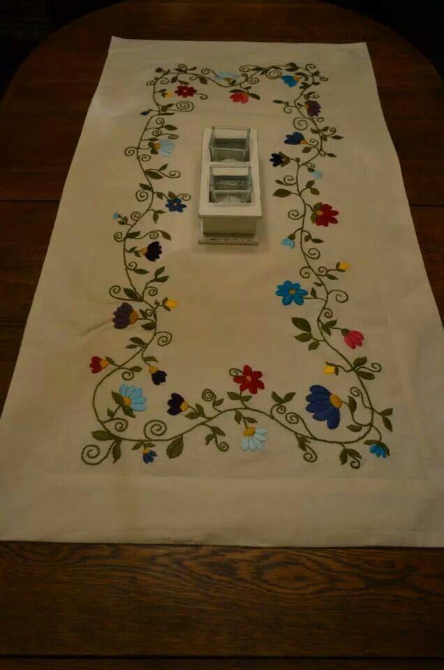 Camino para mesa bordado a mano bordados pinterest - Manteles para mesa ...