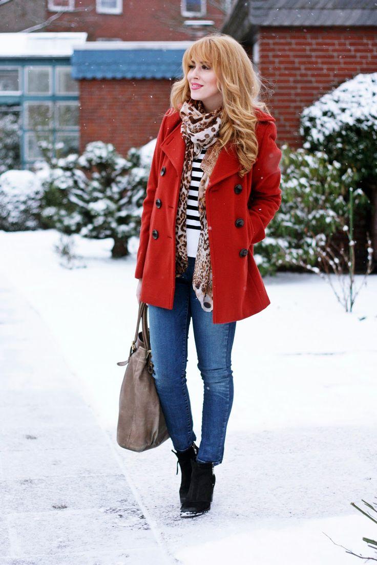赤のピーコート着こなしコーディネート