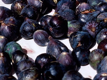 Spiced Poached Figs with Pinot Noir Syrup | Recipe
