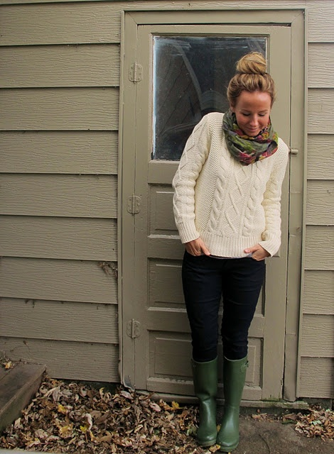 Chunky sweater, leggings, scarf