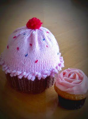 Newton's knitting: cupcake pattern