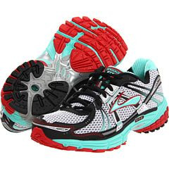 MUST HAVE! My running shoes in new colors!