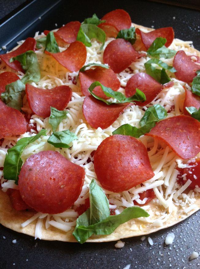 tortilla pizza | FOOOD | Pinterest