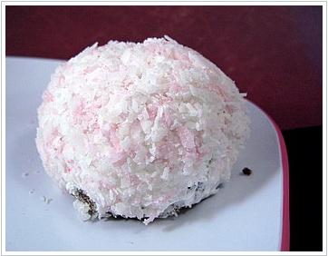 Sno-Ball Cupcakes - http://bakingbites.com/2008/08/homemade-sno-ball ...