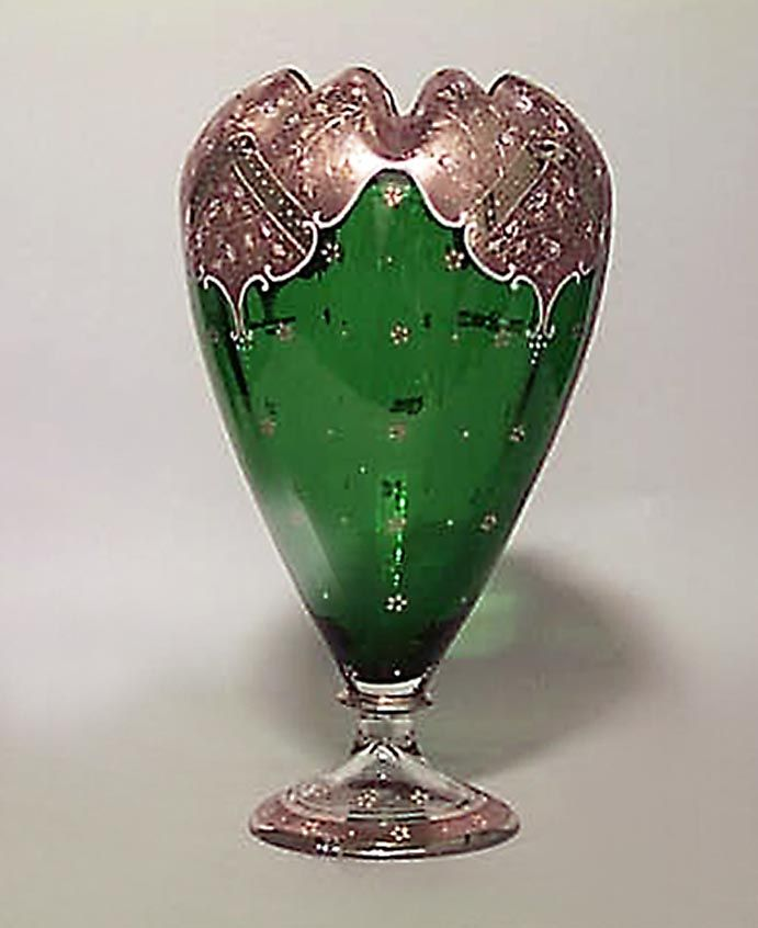 Французская викторианской зеленого стекла Луковичные образный Ваза с золочеными Эмаль Цветочный дизайн и гранеными Топ