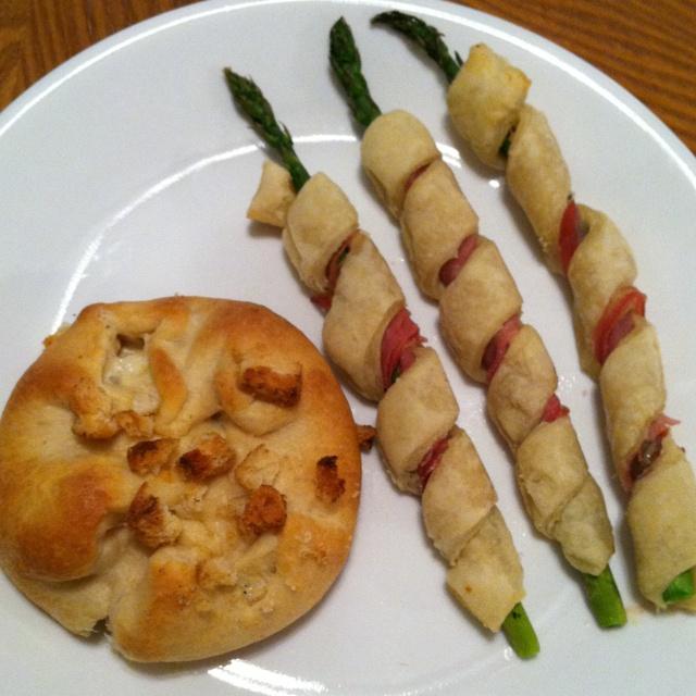 Prosciutto asparagus spirals and cream cheese chicken pockets! So easy ...