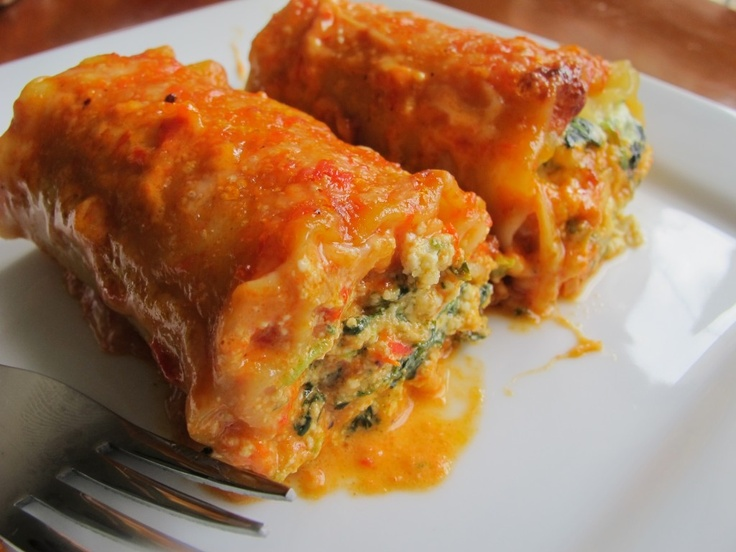 spinach lasagna rolls with roasted red bell pepper alfredo sauce ...