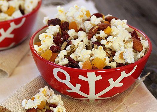 trail mix popcorn   Holiday Good EATS   Pinterest