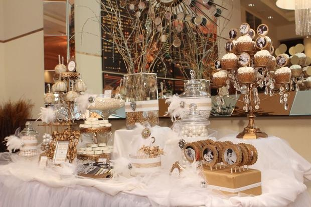 Old hollywood glam party decor from hwtm event ideas for Hollywood glam decor
