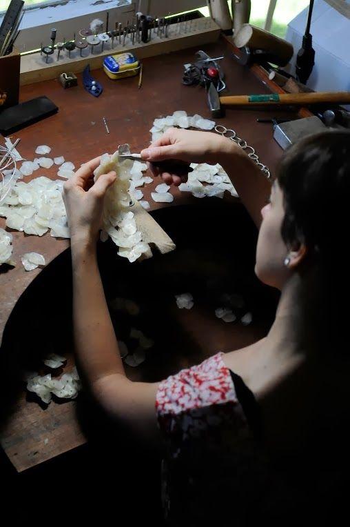 """María Carelli - Learn to Fly - """"Las manos y el alma del artesano"""" De Freud al taller de joyas"""