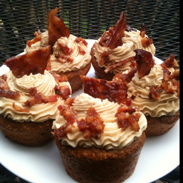 Sweet cornbread cupcakes with maple buttercream and candied bacon