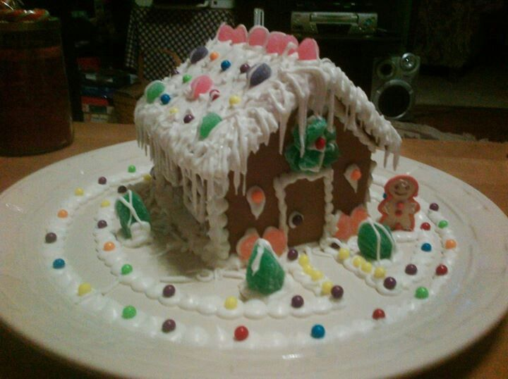 Simple gingerbread house. | Wiggle Cakes | Pinterest