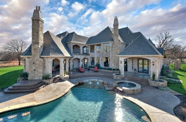 So pretty mansions pinterest for Pretty mansions