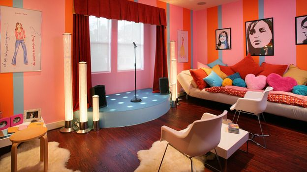 Pop star teen suite extreme homes bonus room ideas for Extreme makeover home edition bedroom ideas