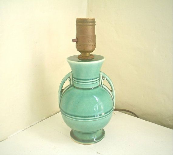 vintage lamp nice and small perfect for a kitchen counter or. Black Bedroom Furniture Sets. Home Design Ideas