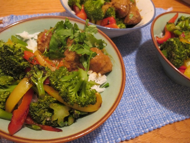 Slow cooker Asian meatball bowls with spicy peanut sauce - want to try ...