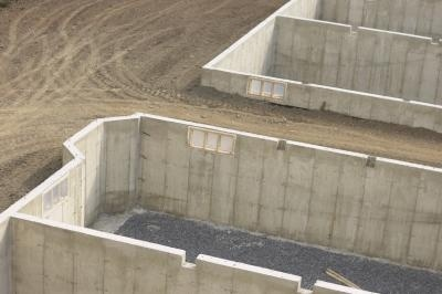 how to seal concrete basement walls
