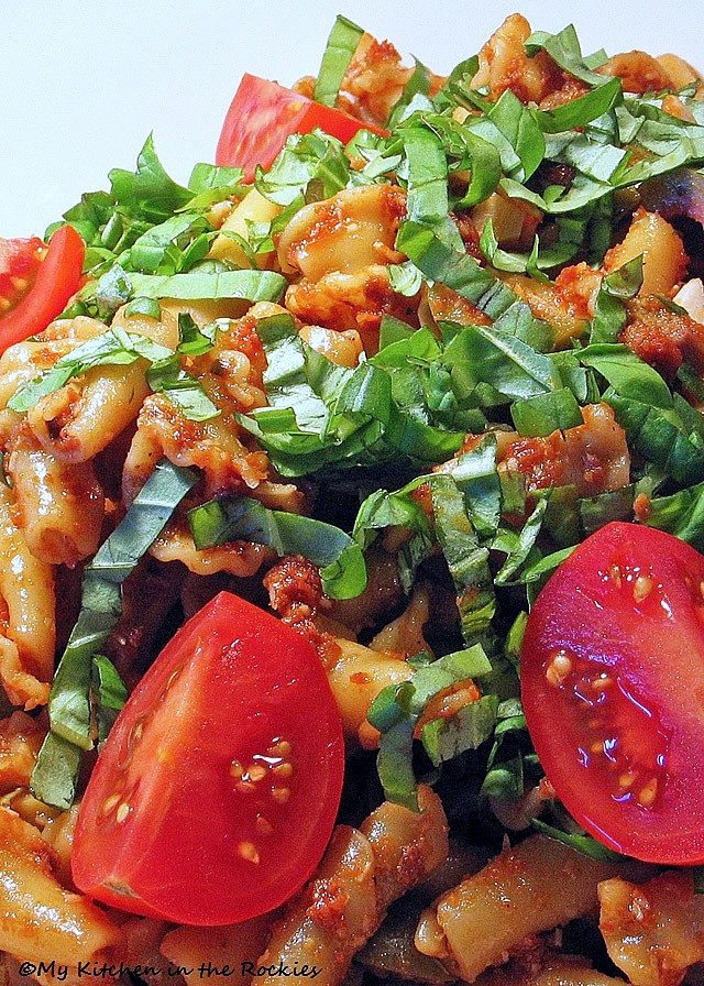 Sundried tomato and pasta salad | Salads and Dips | Pinterest