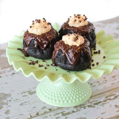 Dark Chocolate Baby Bundt Cakes With Chocolate Ganache & Caramel Butt ...