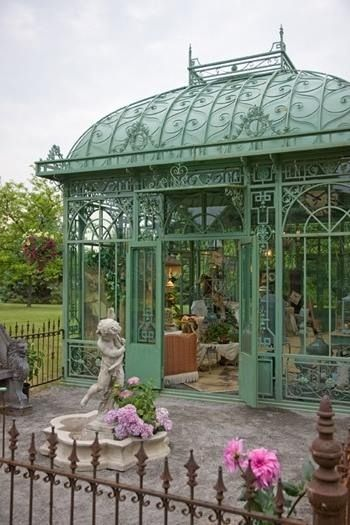 Victorian style conservatory old victorian homes for Victorian style greenhouse