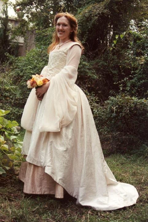 Tudor wedding gown sca garb tudor tudor renaissance for Tudor style wedding dress