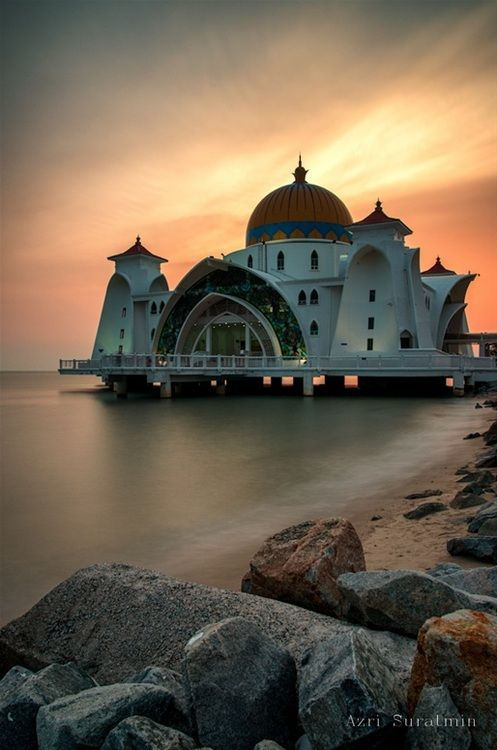 Masjid Selat (The Malacca Straits Mosque), located located on the man-made Malacca Island.