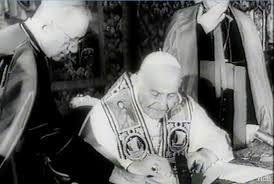 09 – Caracterizado por un notable sentido del humor, en Italia se recuerda a Juan XXIII con el cariñoso apelativo de Il Papa Buono («el papa bueno»).
