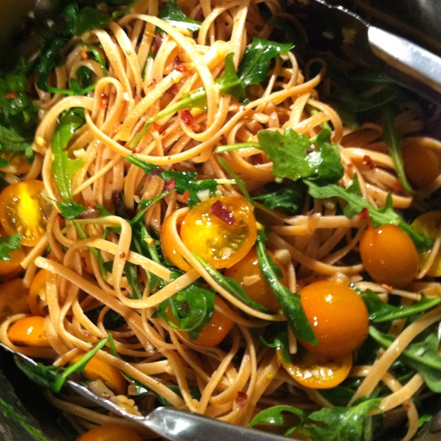 Whole wheat linguine with yellow tomatoes, arugula, and lots of garlic