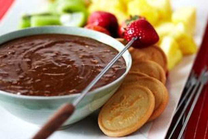 Toblerone Dark Chocolate Honey-Almond Fondue dessert recipe.