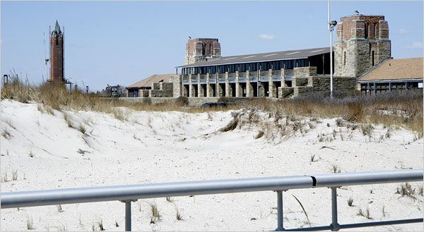 is jones beach open on memorial day