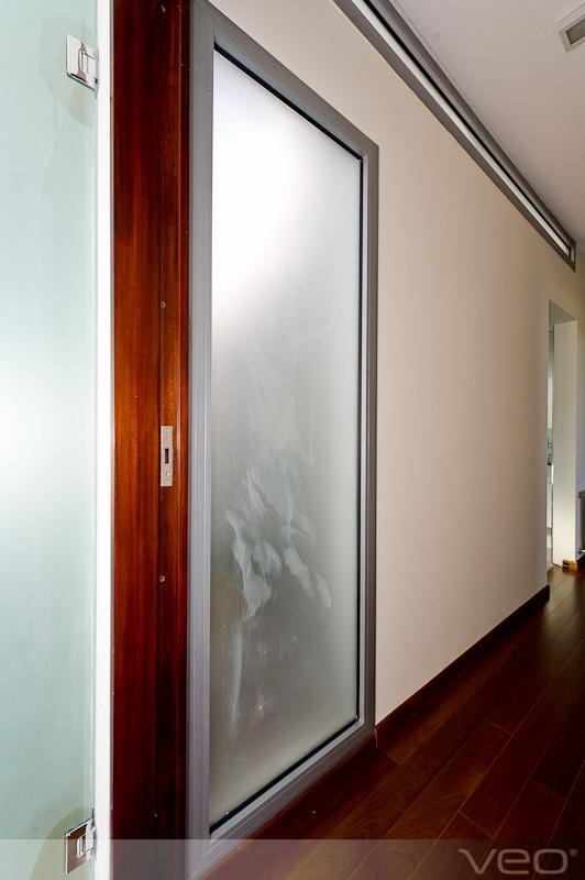 Pin by veo srl on puertas de metal y vidrio para el hogar for Puertas de metal con vidrio
