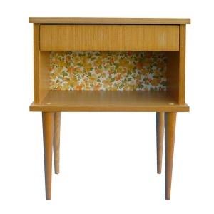 Pinterest - Mini table de chevet ...