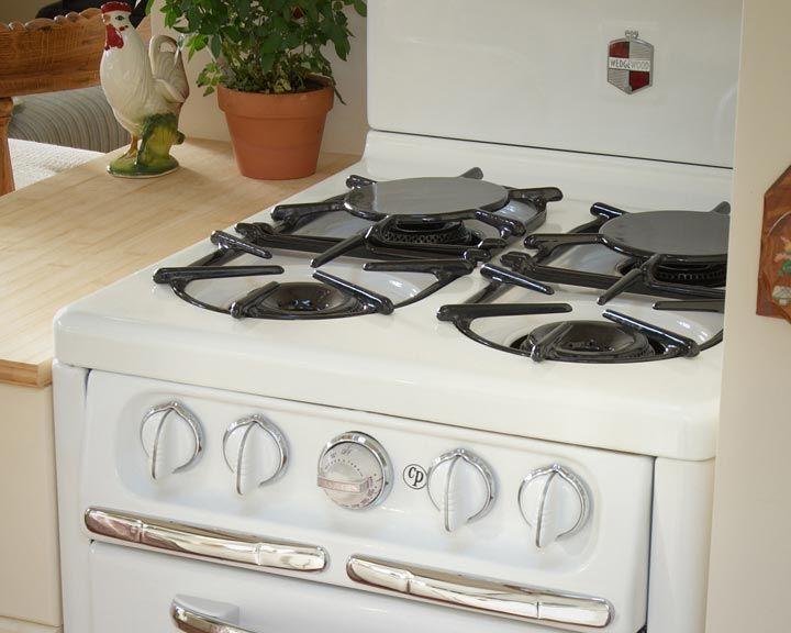 Aunt Zoe's Place at Venice Beach Eco Cottage - vintage stove and kitchen #vintagekitchen