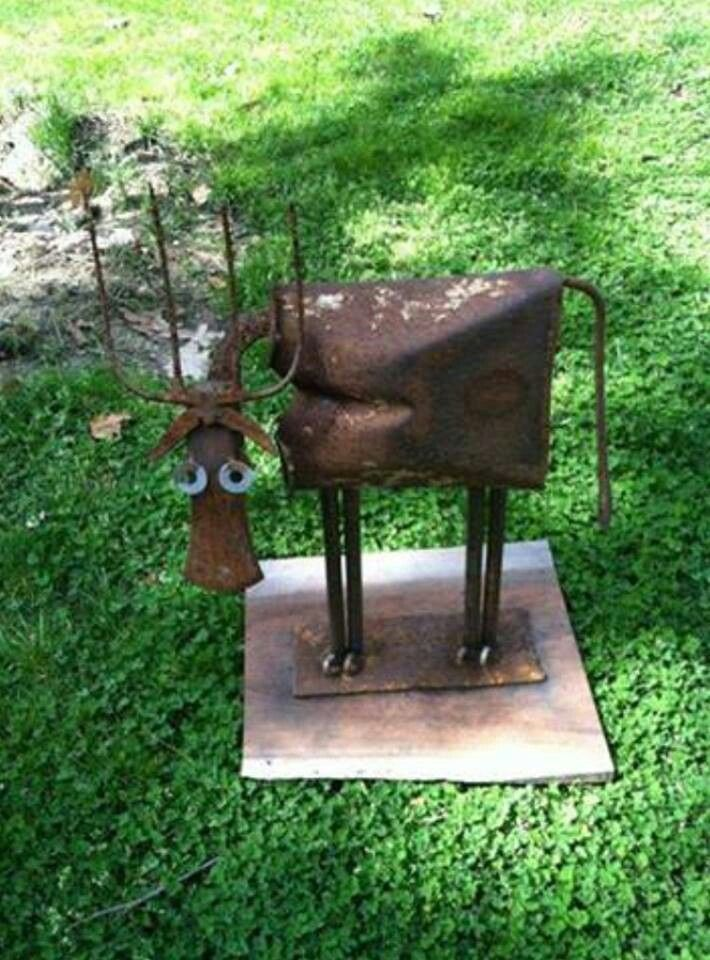 Recycled horseshoe welding ideas pinterest for Wire yard art