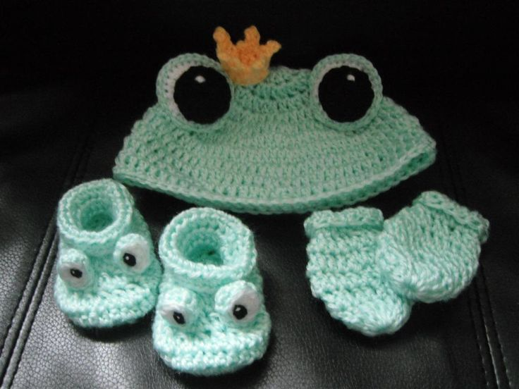 Free Crochet Baby Hat And Mittens Pattern : Crochet Pattern - Baby Froggie Set - Frog Hat, booties and ...