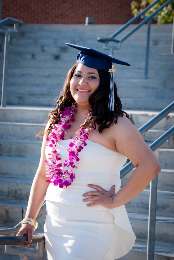 Senior Graduation portrait | Graduation Picture Ideas | Pinterest