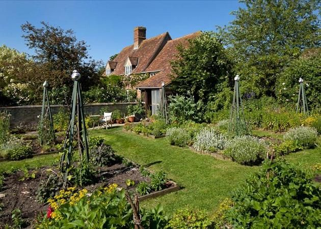 Beautiful vegetable garden garden joy Pinterest