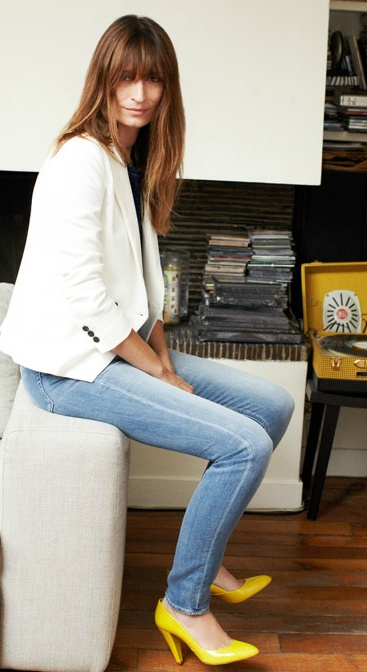 I love light faded jeans, white blazers and colored heels. All together, even better / madewell.
