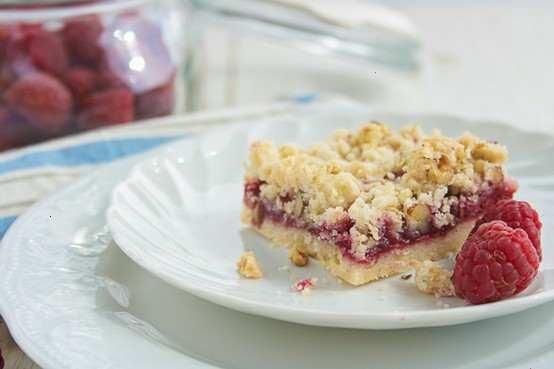 Raspberry streusel bars