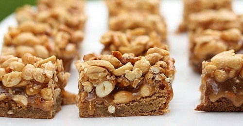 butterscotch blondie bars with peanut-pretzel caramel