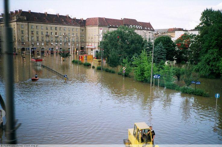 Na wypadek klęski żywiołowej warto się zaopatrzyć w dobre ubezpieczenie (źródło grafiki: Pinterest)