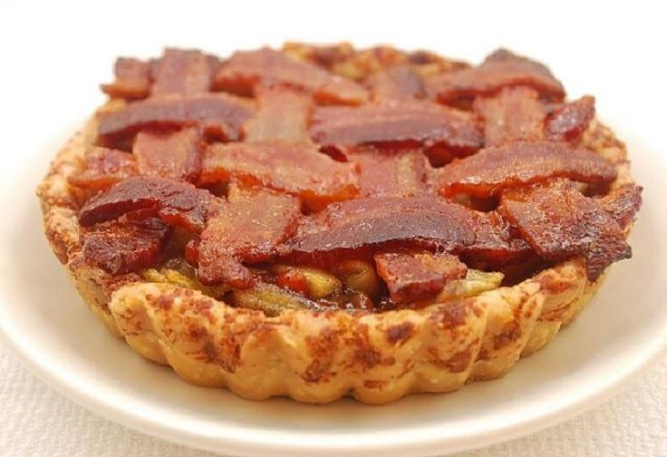 Maple Bourbon Apple Pie with Bacon Pecan Crust : followmefoodie