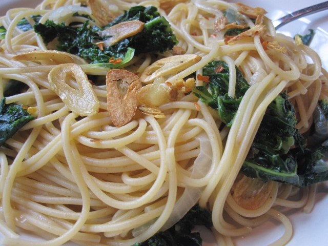 ... the Pot: Under The Tuscan Sun with Garlic and Greens Spaghetti