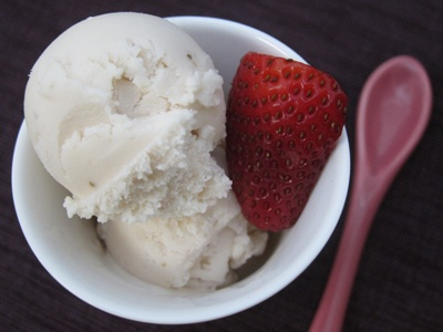 Roasted Strawberry & Buttermilk Ice Cream..So strawberries and creme ...