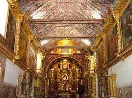 14 – La Iglesia es pequeña, pero muy adornada, dicen que tiene más de 300 años (actualmente es considerada Patrimonio Cultural de la Humanidad).