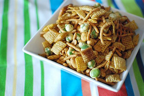 Sriracha Chex mix with soy sauce, ginger, garlic, chow mein noodles ...